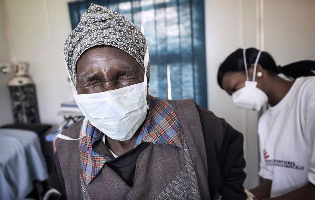 Når man er i behandling for tuberkulose sluger man 20 piller og får foretaget smertefulde indsprøjtninger hver dag.