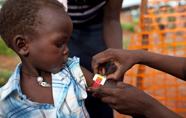 55 millioner børn lider af akut underernæring. For at vurdere et barns ernæringstilstand bruger vi blandt andet et mål af dets overarm.