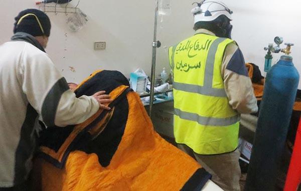 Foto: Ved angrebet med klorgas den 16. marts var det frivillige fra ambulance tjenesten The Syrian Civil Defense, der bragte ofrene til hospitalet i Idlib.