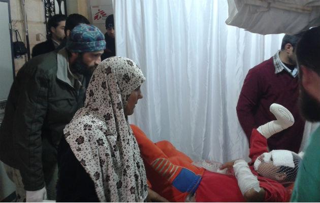 Et barn behandles for svære brandsår. Fremover bliver det endnu mere vanskeligt at få adgang til behandling i Aleppo, Syrien.