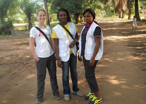 Børneafdeling på hospitalet i Congo. Anne Leegaard med kolleger. © Læger uden Grænser