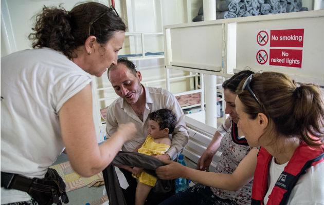 Det lykkedes at redde den kun etårige Azeel, da en flygtningebåd kæntrede.