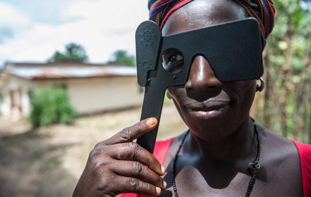 Mange overlevende efter ebola-epidemien i Vestafrika kæmper med både fysiske og psykiske smerter.
