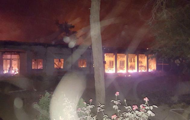 Hospitalet i Kunduz står i brand.