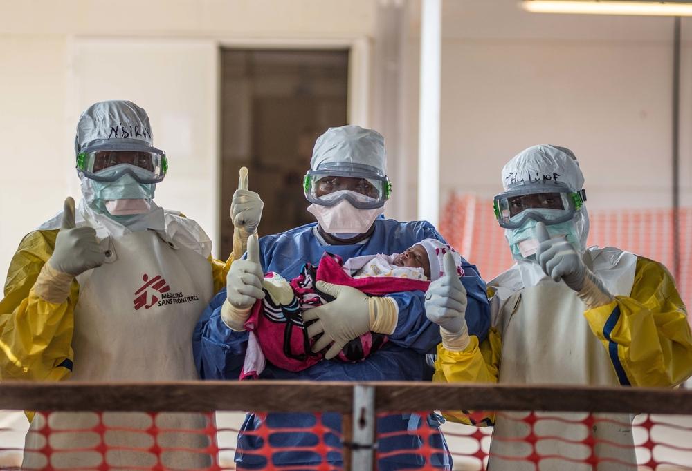 Den lille pige Nubia blev den første nyfødte i Guinea, der overlevede ebola.