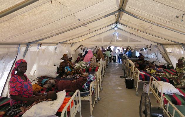 Her et blik ind i et felthospital ved Maiduguri. Alle 42 senge er i brug. Her indlægges børn med alvorlig akut underernæring. I den første fase af behandling er indlæggelse nødvendig indlæggelse.