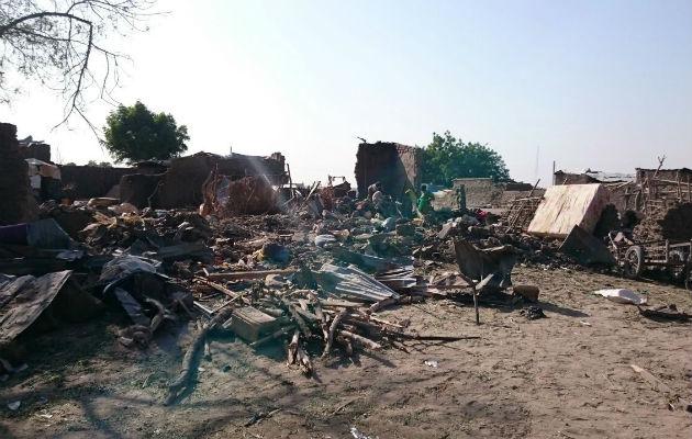 Folk var flygtet til lejren i Rann, fordi området stod under det nigerianske militærs beskyttelse. Her ses et af de områder, der blev bombet af et nigeriansk militærfly.