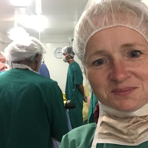 Kathrine har foretaget omkring 200 operationer på fire uger på hospitalet ved Mosul.