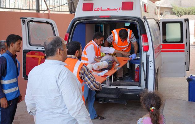Den lille pige er nu blevet stabiliseret, og hun bliver transporteret til et hospital længere væk fra fronten til videre behandling.