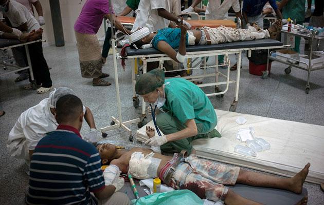 Situationen kan være kaotisk, hvis der kommer mange sårede ind på et hospital på samme tid. F.eks. efter et luftangreb eller en eksplosion.