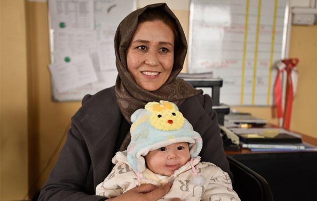 Aqila arbejder som jordemoder på et af Læger uden Grænsers hospitaler i Afghanistan.