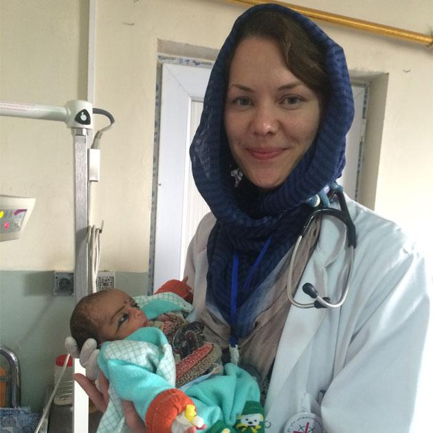 Vores læge Linn har lige været udsendt i Afghanistan i et halvt år. Her arbejdede hun blandt andet med de nyfødte børn.