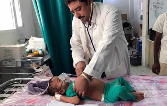 Yemen_claire_barn_behandling.jpg