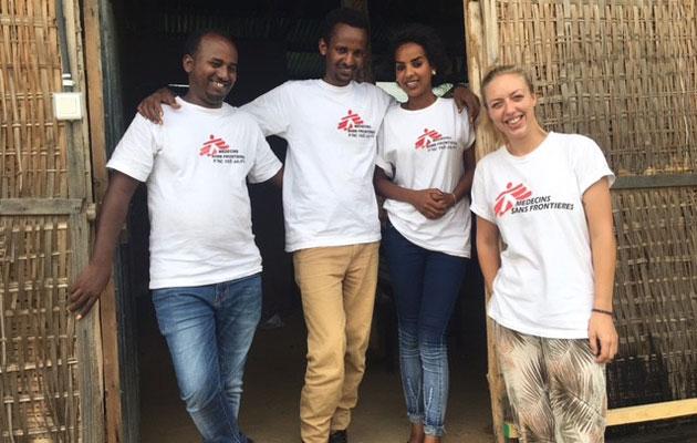 Gitte sammen med sit team i flygtningelejren