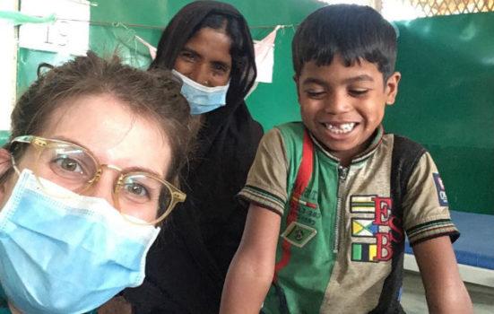 Du kan læse om, hvordan Astrid kæmper for at redde drengen, der er indlagt på vores klinik i Bangladesh.