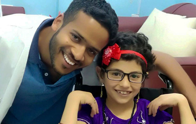 Zehra med et stort smil på læben efter hendes behandling af Læger uden Grænser i Jordan