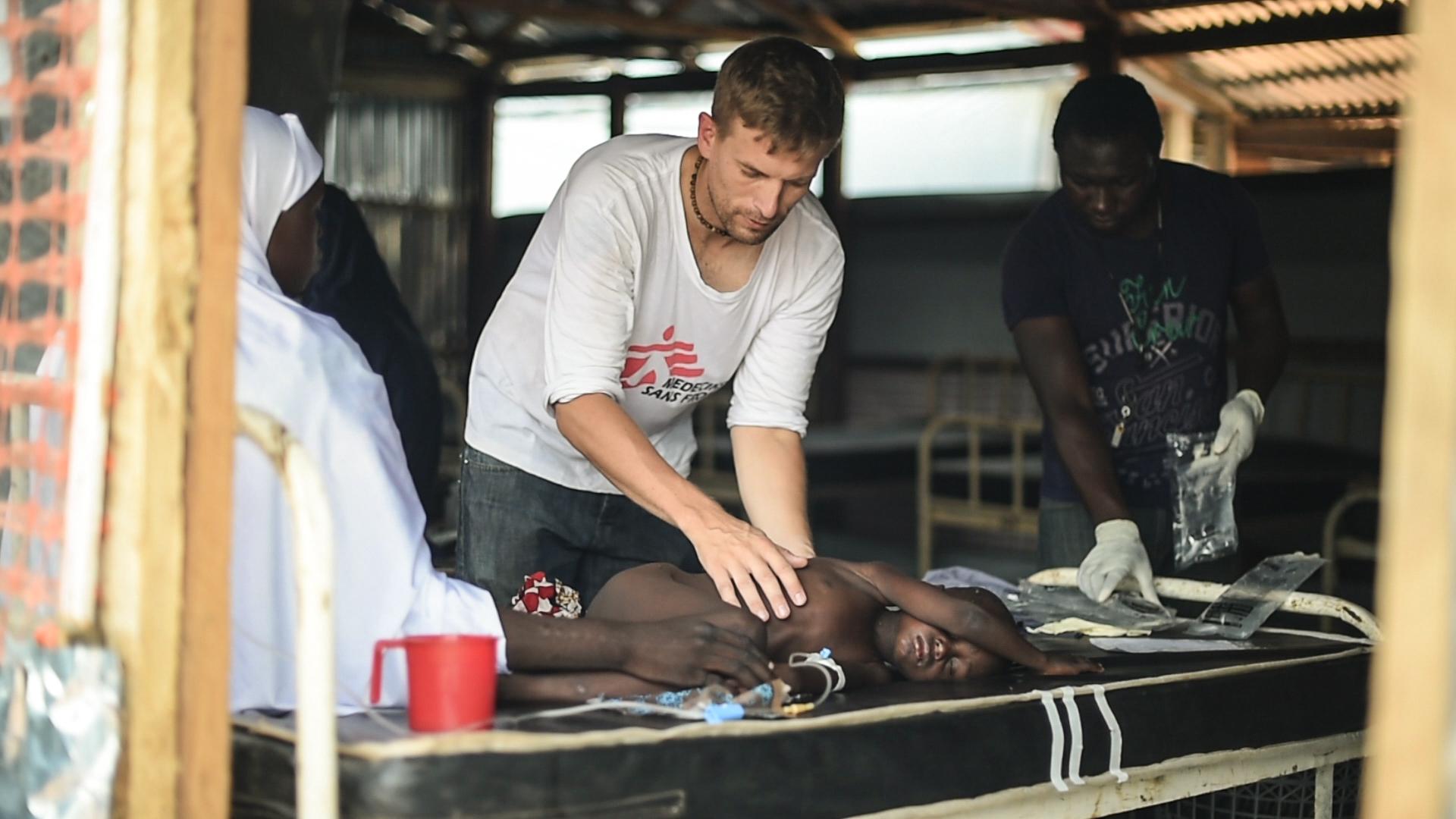 Mæslinger bliver behandlet i Nigeria.