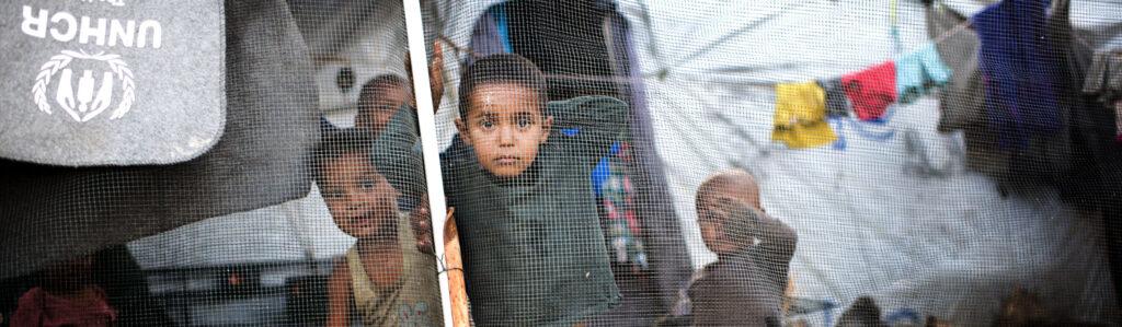 Læger uden Grænser (MSF) hjælper flygtninge og internt fordrevne flere steder i verden, bl.a. i lejre i Grækenland, Syrien og Tanzania.