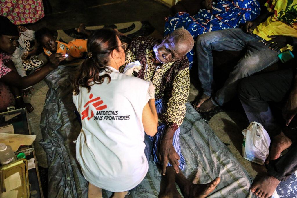 Læger uden Grænser hjælper patient i Mali.