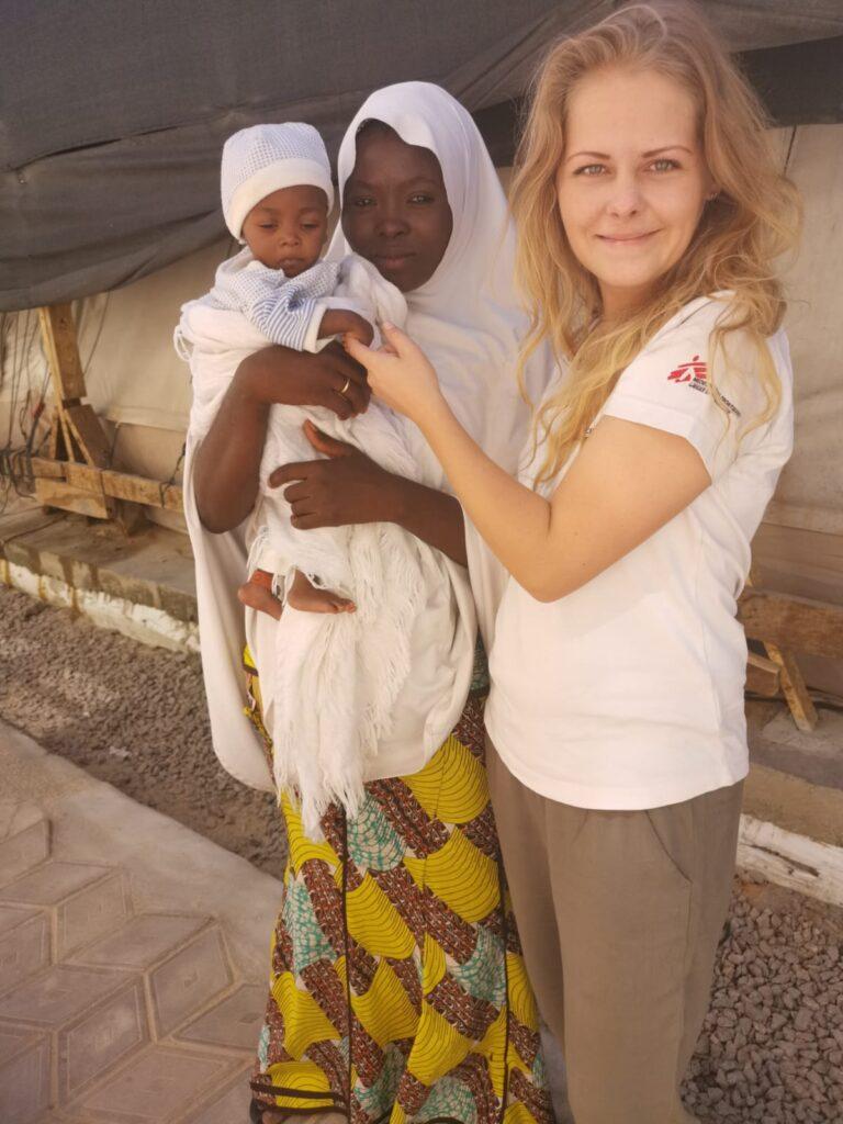 Udsendt af Læger uden Grænser på børnehospital i Nigeria med baby i behandling for underernæring