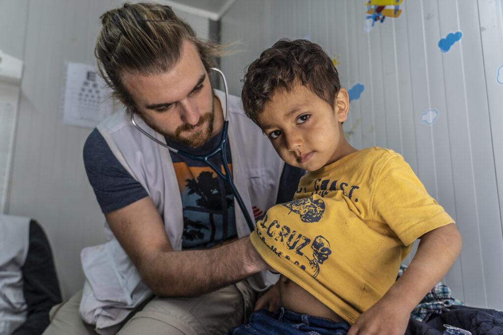 Læger uden Grænser hjælper børn i flygtningelejren Moria på den græske ø Lesbos.