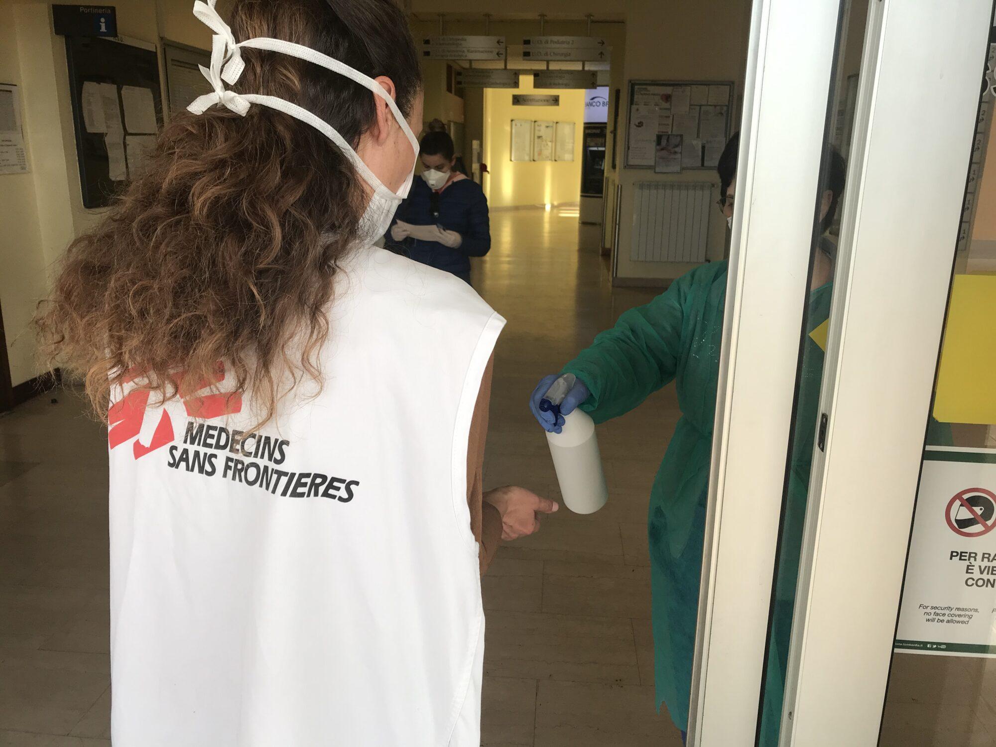 Læger uden Grænser (MSF) bekæmper COVID-19, kendt som coronavirus.