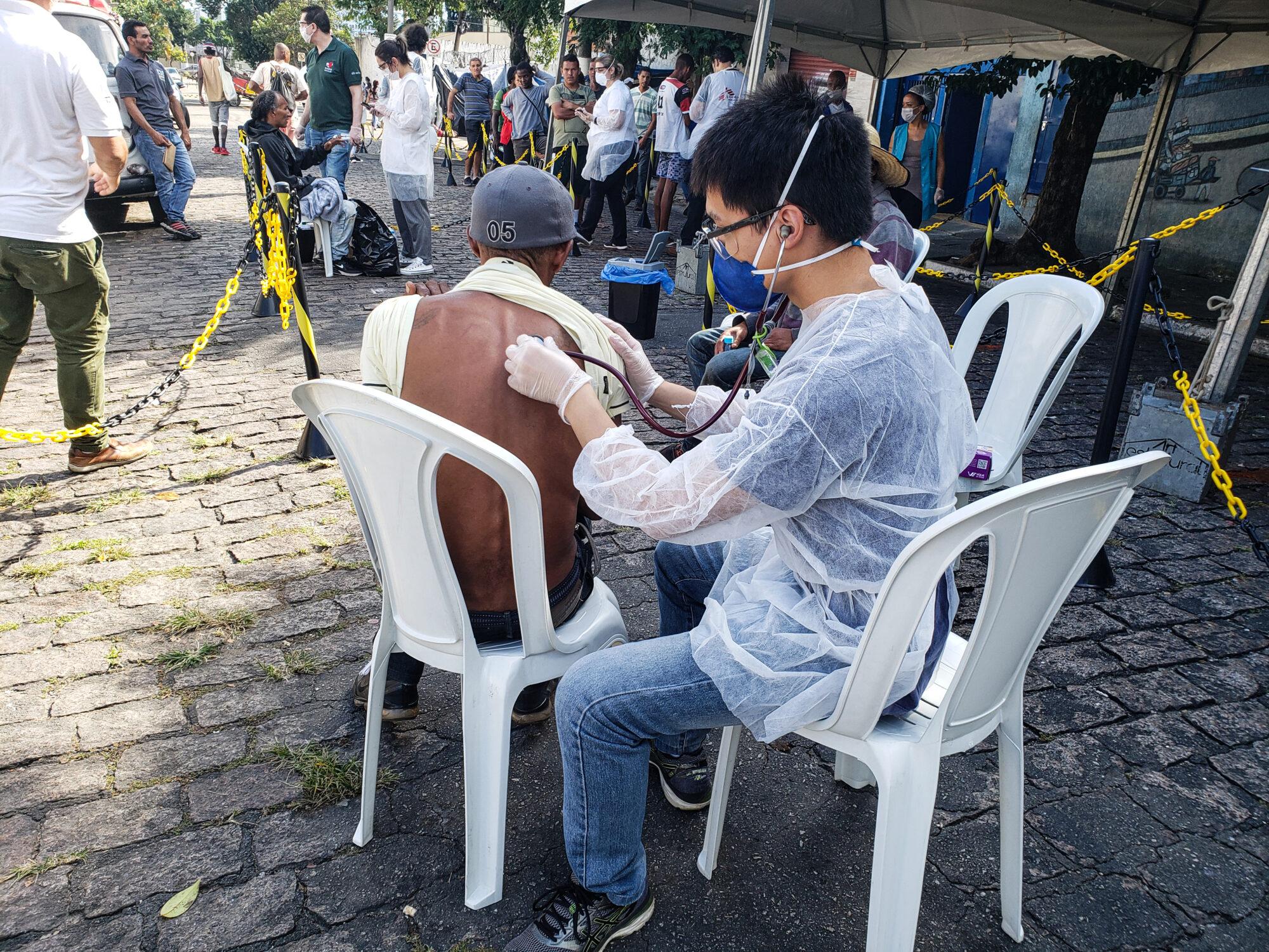 Læger uden Grænser (MSF) undersøger hjemløse i Brasilien for coronavirus (COVID-19)