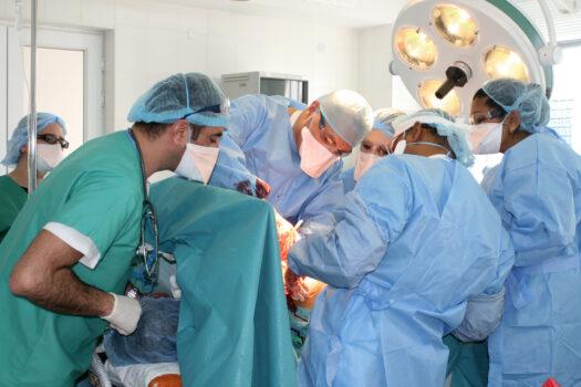 Bliv udsendt som kirurg for Læger uden Grænser