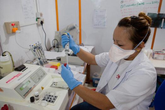 Laboratoriepersonale i Læger uden Grænser