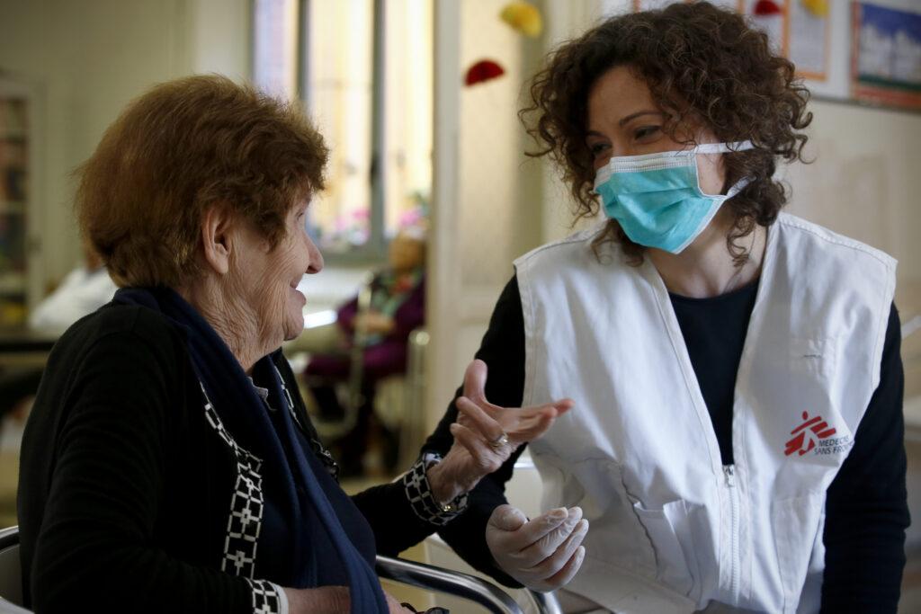 Læger uden Grænser (MSF) bekæmper coronavirus (COVID-19) på plejehjem.