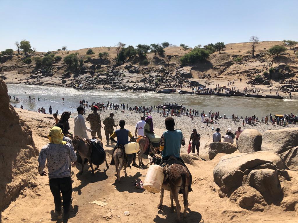 Flygtninge fra Etiopien krydser grænsen til Sudan