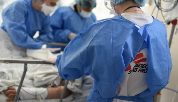 Læger uden Grænser behandler COVID-19